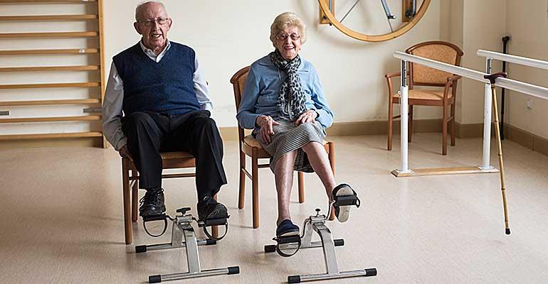 Mayores haciendo ejercicio