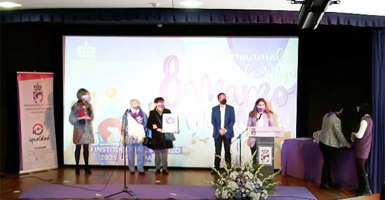 Amavir Coslada recibe un galardón en reconocimiento a sus trabajadoras y residentes