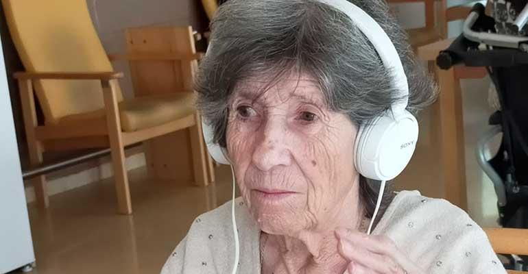 La música despierta emociones en la Residencia Mirador de Mataró