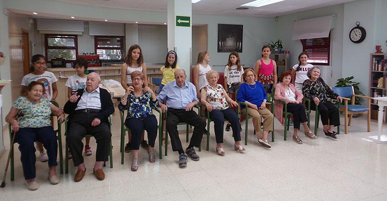 Celebran la jornada intergeneracional ´Soy fan de mi abuel@´