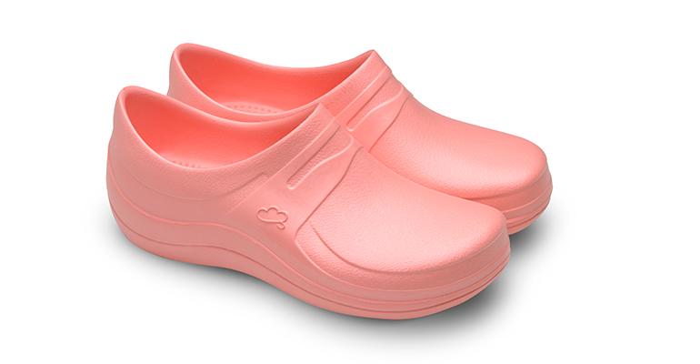 Nuevo calzado sanitario cómodo y seguro