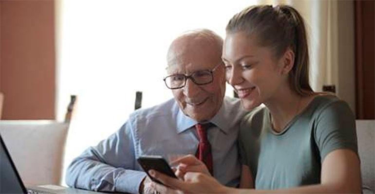 La abuelidad, un fenómeno positivo socialmente, para nietos, hijos y los propios abuelos