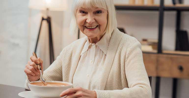 Nutricare ofrece consejos prácticos para la alimentación de los mayores durante el confinamiento