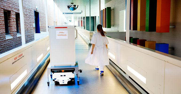 Robot móvil colaborativo facilita el transporte de productos estériles en centros de salud